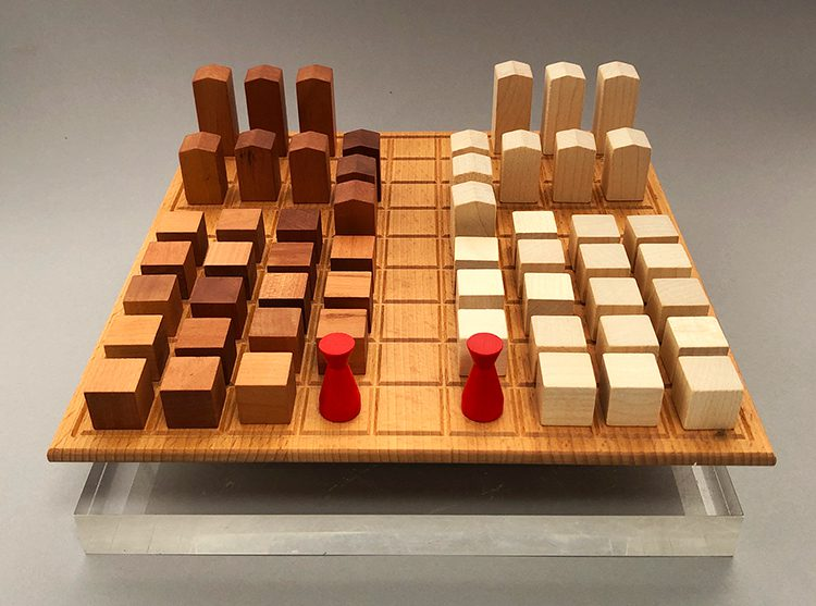 Urbino's wooden board and pieces.